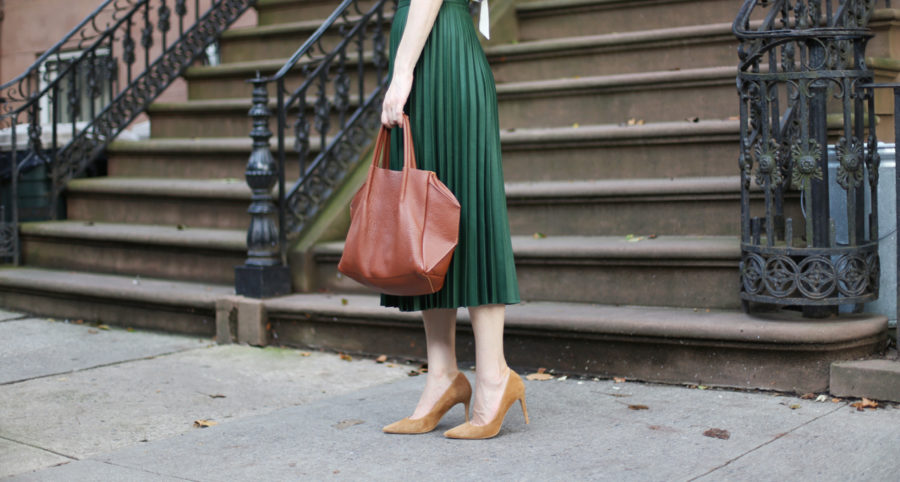 zara green pleat skirt, oliveve handbag, zara blouse, zara floral blouse, m.gemi esatto in cappucine suede